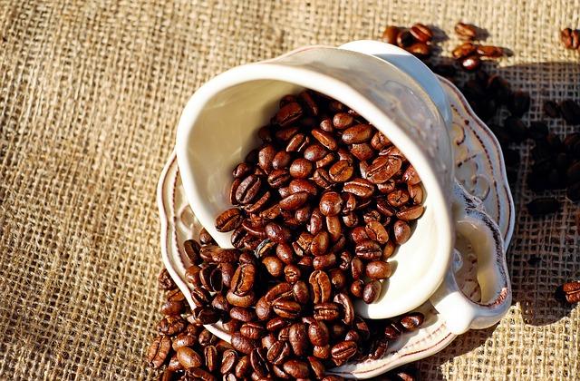 Uống cà phê nhiều bị mụn