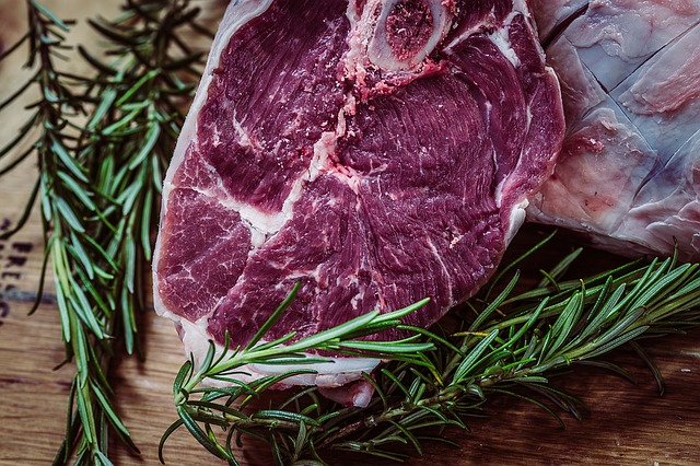 Ăn thịt bò bị thâm mụn